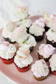 cupcakes-with-macarons
